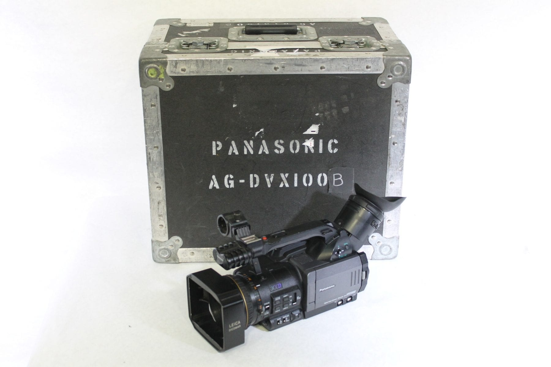 Panasonic AG-DVX100BP 3CCD 24p/30p/60i Mini-DV Cinema Camcorder w/ ATA Case - 360 Hours (1b) Main