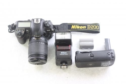 Nikon D200 10.2MP Digital Camera Kit Main