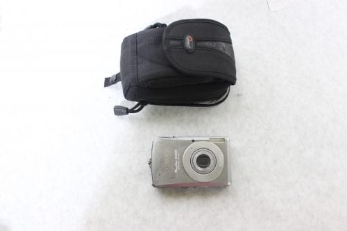 Canon Nikon Lot of 8 Point & Shoot Cameras w/ Carrying Cases3