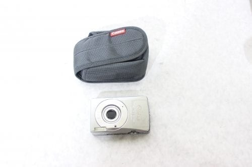 Canon Nikon Lot of 8 Point & Shoot Cameras w/ Carrying Cases4
