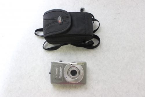 Canon Nikon Lot of 8 Point & Shoot Cameras w/ Carrying Cases8