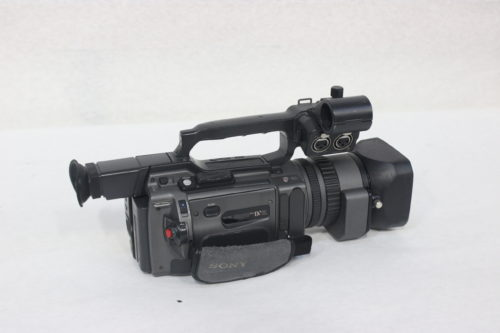Sony DSR-PD150 3CCD Mini DVCAM Professional Camcorder w/ Road CaseSide3