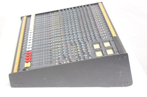 Vintage Soundcraft 200B 16-Channel 4 Bus Analog Mixing Console w/ Road Case 1b Side1