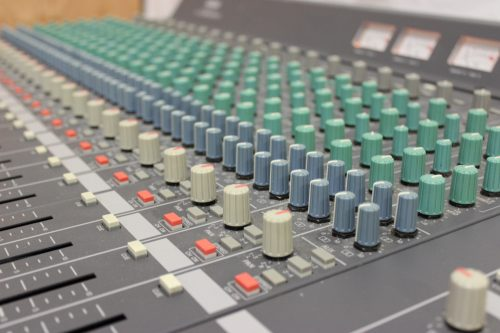 Yamaha Mc2404 II Audio Mixing Console 24 Channels w/ Case buttons