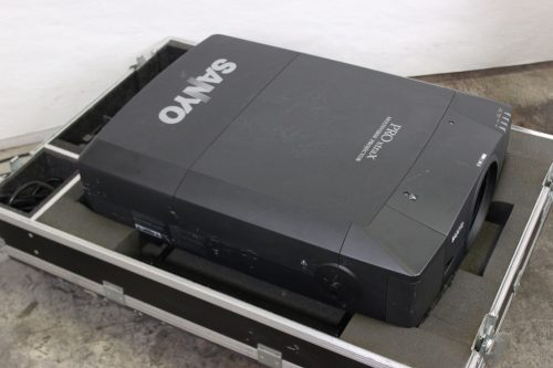 Sanyo PLC-XF46N Multimedia Projector w/ Lens & Road Case - 729 LAMP HOURS - CASE