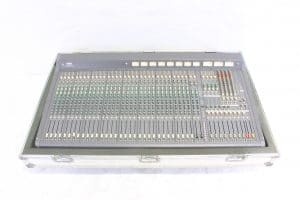 yamaha-m2000-32-mixer-32-chanel-analog-mixing-console-with-road-case - main
