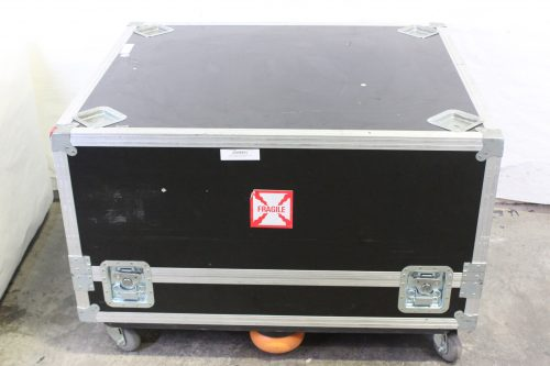 panasonic-20k-pt-dz21k2-projector-with-cage-in-wheeled-road-case CASE1