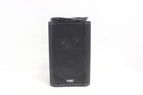 """QSC K8 - 105° 1000 W active 8"""" 2-way loudspeaker system with Soft Carrying Case front"""