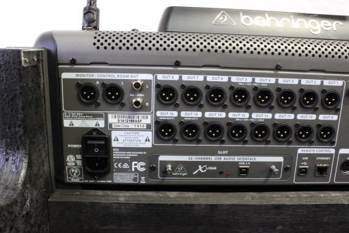 behringer-x-32-digital-mixing-console-with-road-case BACK3