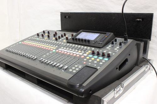 behringer-x-32-digital-mixing-console-with-road-case SIDE2