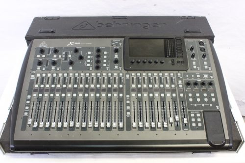behringer-x-32-digital-mixing-console-with-road-case BOARD3