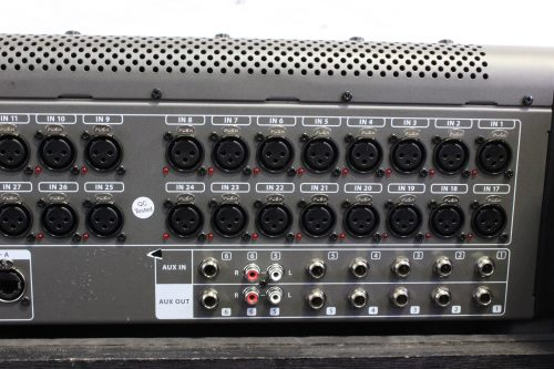 behringer-x-32-digital-mixing-console-with-road-case BACK1