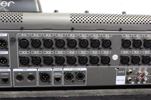 behringer-x-32-digital-mixing-console-with-road-case BACK2