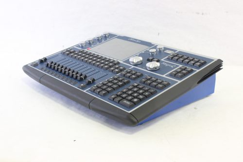 chamsys-magicq-mq60-compact-lighting-console-in-chamsys-flight-case side1
