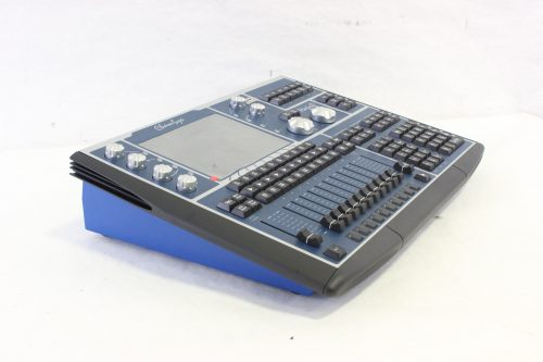 chamsys-magicq-mq60-compact-lighting-console-in-chamsys-flight-case side2