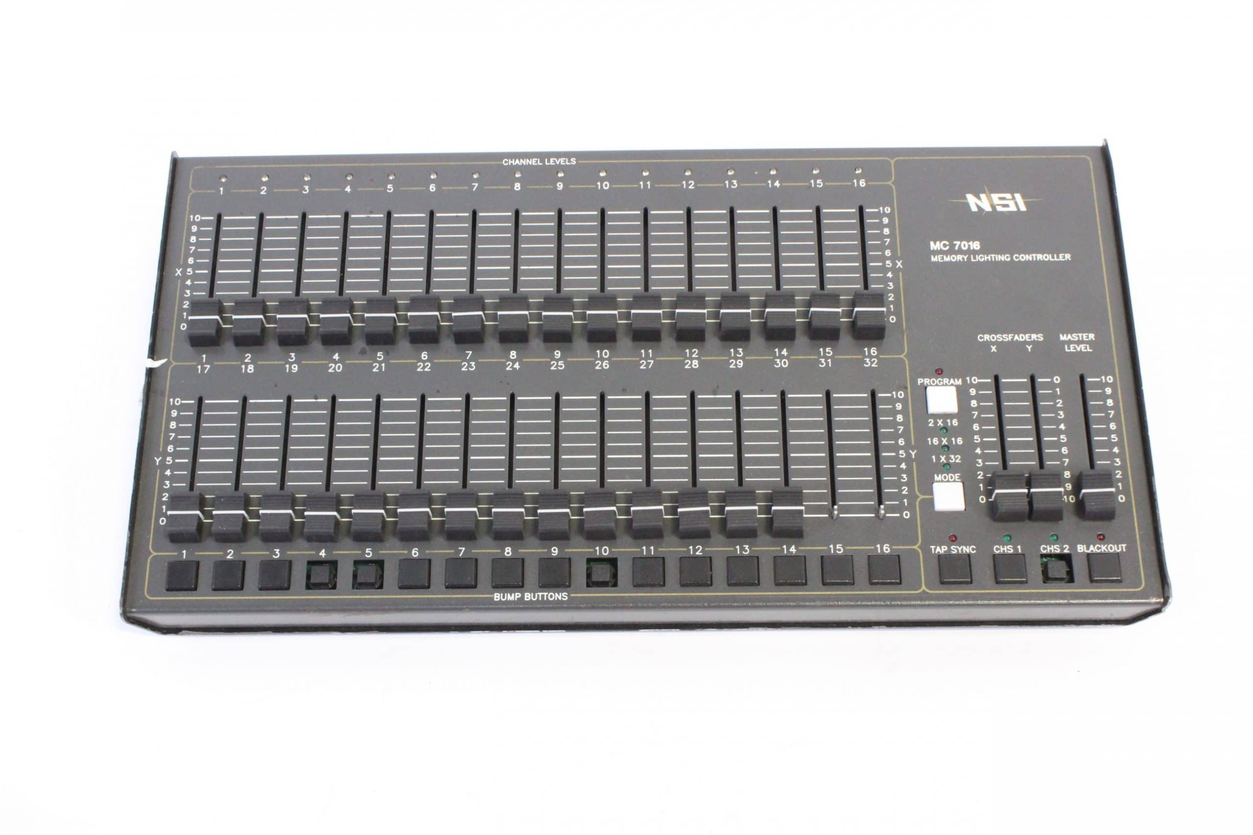 nsi-mc-1616-memory-lighting-controller-missing-4-button-caps-w-hard-case FRONT