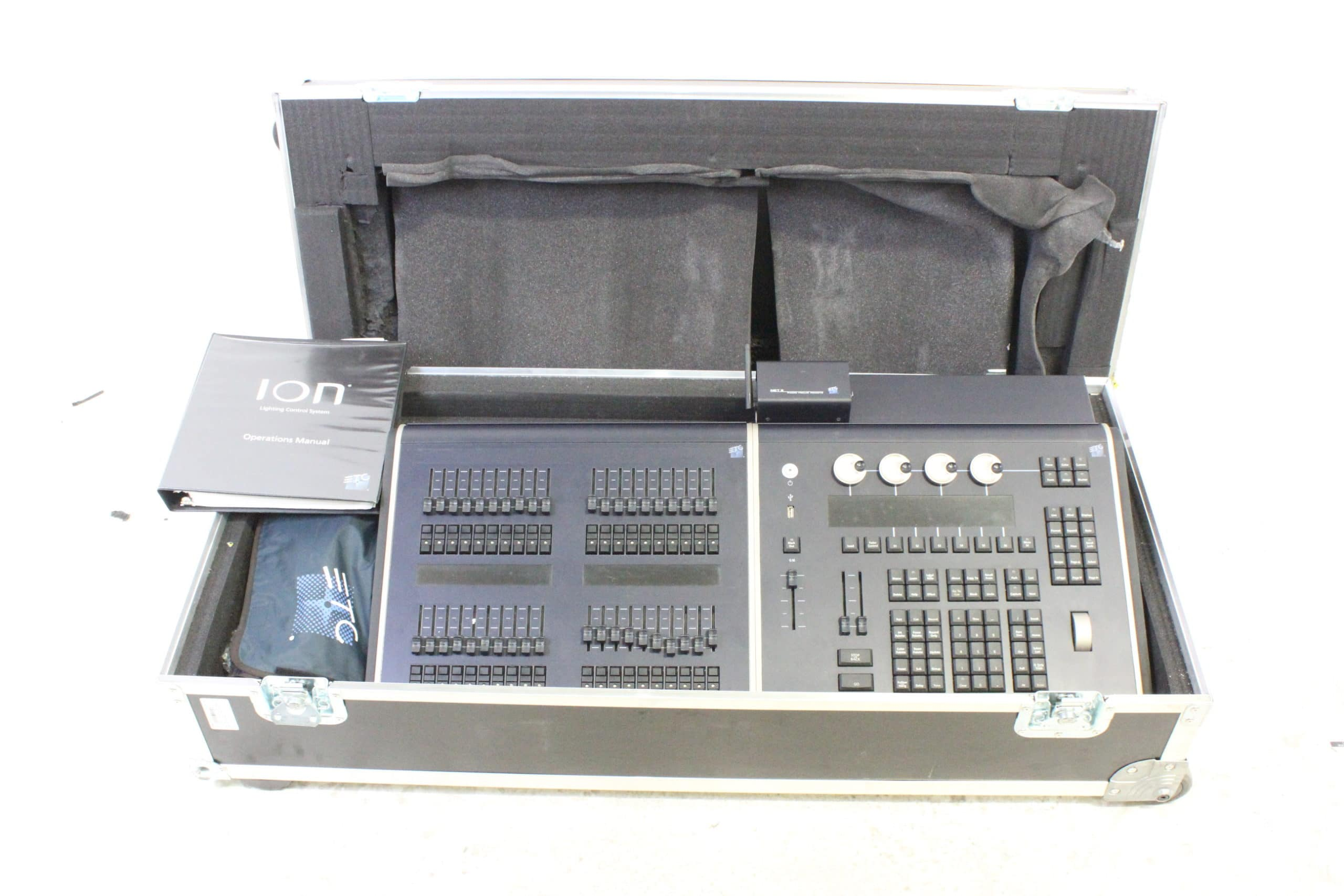 etc-ion-6000-console-w-2x20-fader-wing-power-cable-dust-cover-net3-radio-focus-remote MAIN