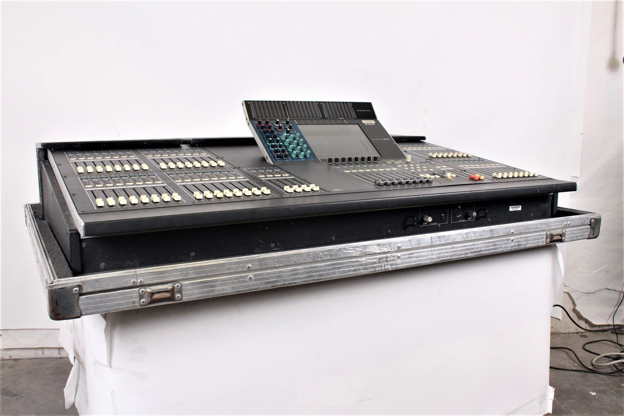 yamaha-m7cl-48-digital-audio-mixing-console-in-wheeled-road-case-1223-6-copy MAIN